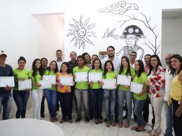 Agricultura entrega certificados para alunos que participaram do projeto de controle da mosca negra dos citros