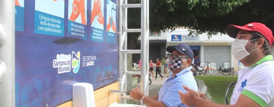 Covid-19: Prefeitura instala lavatório na Praça Santa Ana - centro da cidade