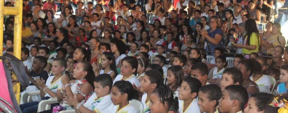 Secretaria de Educação leva alunos da rede municipal ao circo