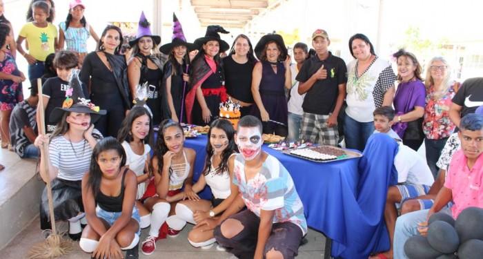 Estudantes celebram o Halloween e fazem imersão na cultura inglesa
