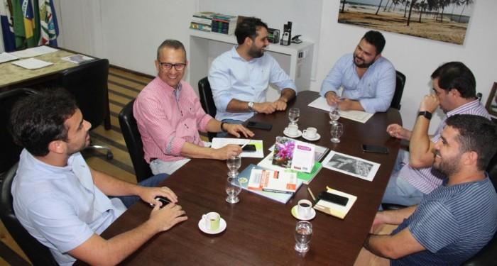 Prefeito Arthur Freitas vai ao IMA solicitar autorização para início de várias obras