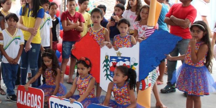 Estudantes celebram 201 anos de Alagoas