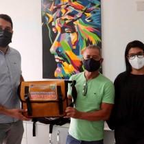 Saúde entrega novos equipamentos e uniformes para profissionais