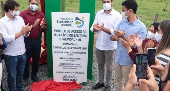 Prefeitura entrega pórtico de acesso, letreiro turístico e sinalização de ruas