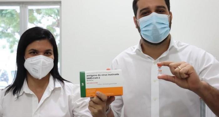 Saúde avança na vacinação contra Covid-19; e é o 2º município que mais imuniza no estado